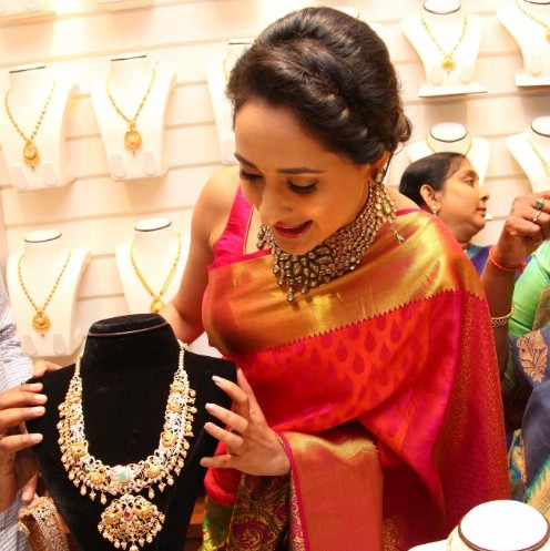 Pragya Jaiswal Showcasing Pachi Set
