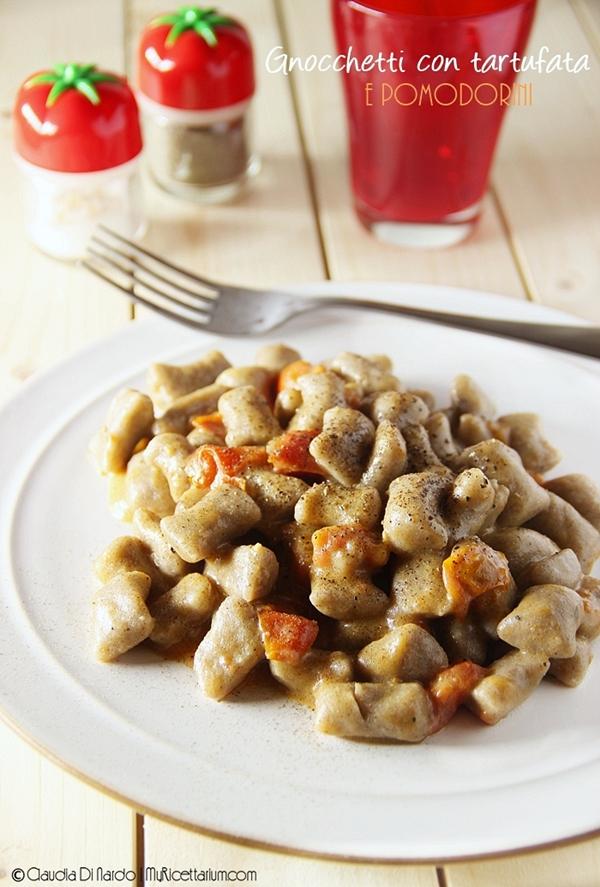 Gnocchetti con tartufata e pomodorini