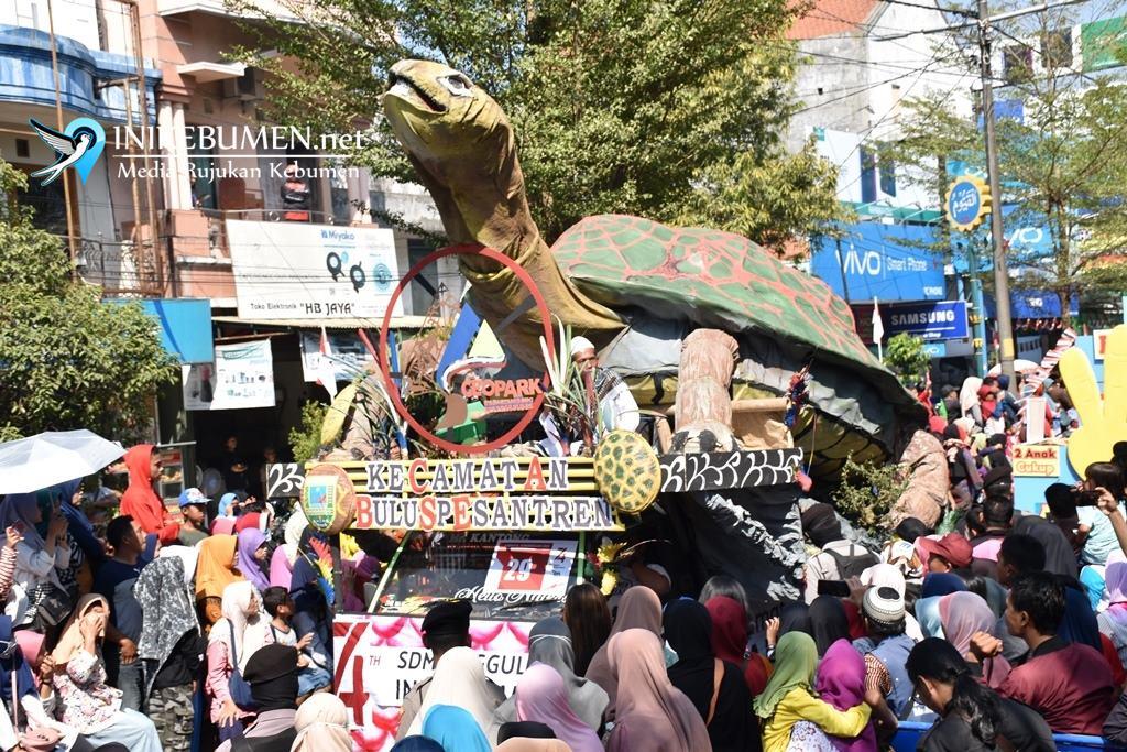 Karnaval Pembangunan di Kebumen, Kecamatan Buluspesantren Usung Replika Penyu Raksasa
