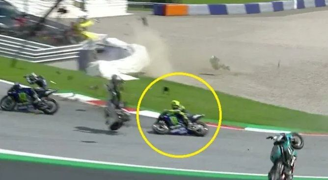 Video Detik-Detik Rossi Selamat dari Kecelakaan Maut di MotoGP Austria 2020