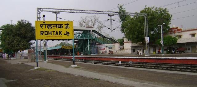 70 din baad chali Gorakhdham Express,subah 22 passenger aaye to shaam ko 83 Passenger hue ravana