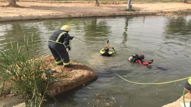 دراجة وقميص يقودان إلى انتشال جثة غريق من قناة مائية
