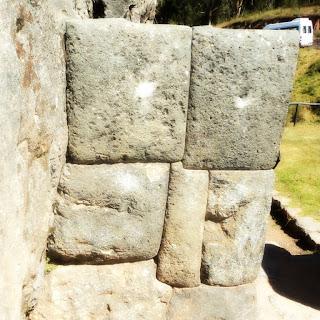 Construções de Pedra, em Qenko, Cusco