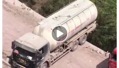 Truk tanki memutar balik di pinggir jurang.