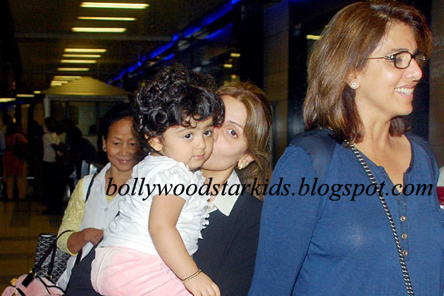 Neetu And Rishi Kapoor With Daughter Riddhima Granddaughter Samara