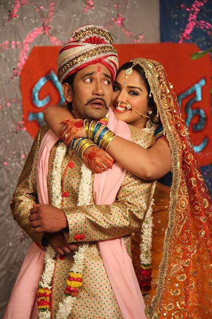 Bhojpuri Cinema Super Hit Jodi Dinesh Lal Yadav and Hot Actress Amrapali Dubey Romance in Raja Babu