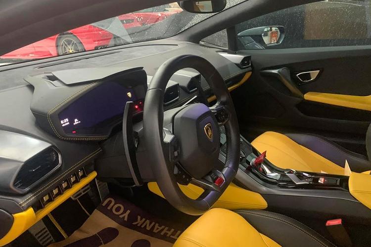 Siêu xe Lamborghini Huracan 'thách cưới' 12,5 tỷ tại Sài Gòn
