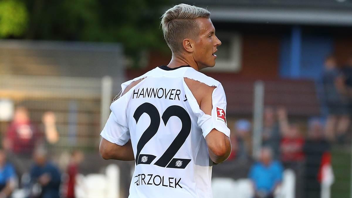 Jako hannover 96 trikots zerrei en in freundschaftsspiel for Bundesliga trikots