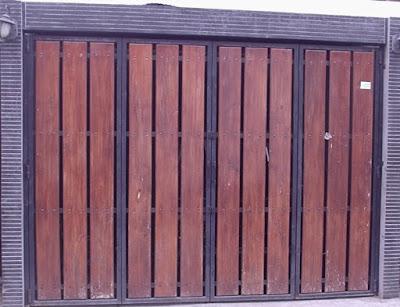Tak lengkap rasanya apabila rumah model kini ini tidak mempunyai garasi di dalamnya √ 82 Model Pintu Garasi Mobil dari Besi dan Kayu Minimalis Terbaru
