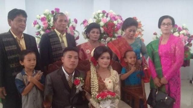 Fandi Barita Sitanggang (26) dan Dame boru Siringgoringgo (22) resmi menjadi pasangan suami istri.
