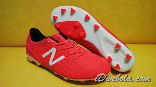 Sepatu Bola New Balance Merah