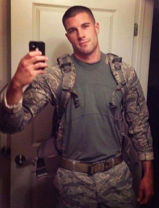 hot-masculine-american-soldier-military-uniform-selfie