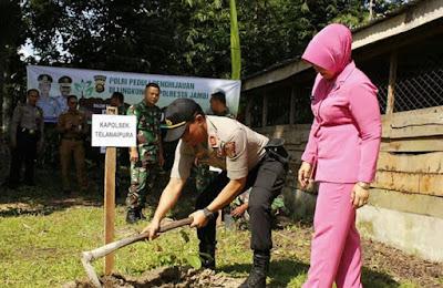 Kapolsek Bersama Unsur Forkompimcam Telanaipura Bersinergis Laksanakan Kegiatan Penanaman Pohon Di Area Mapolsek