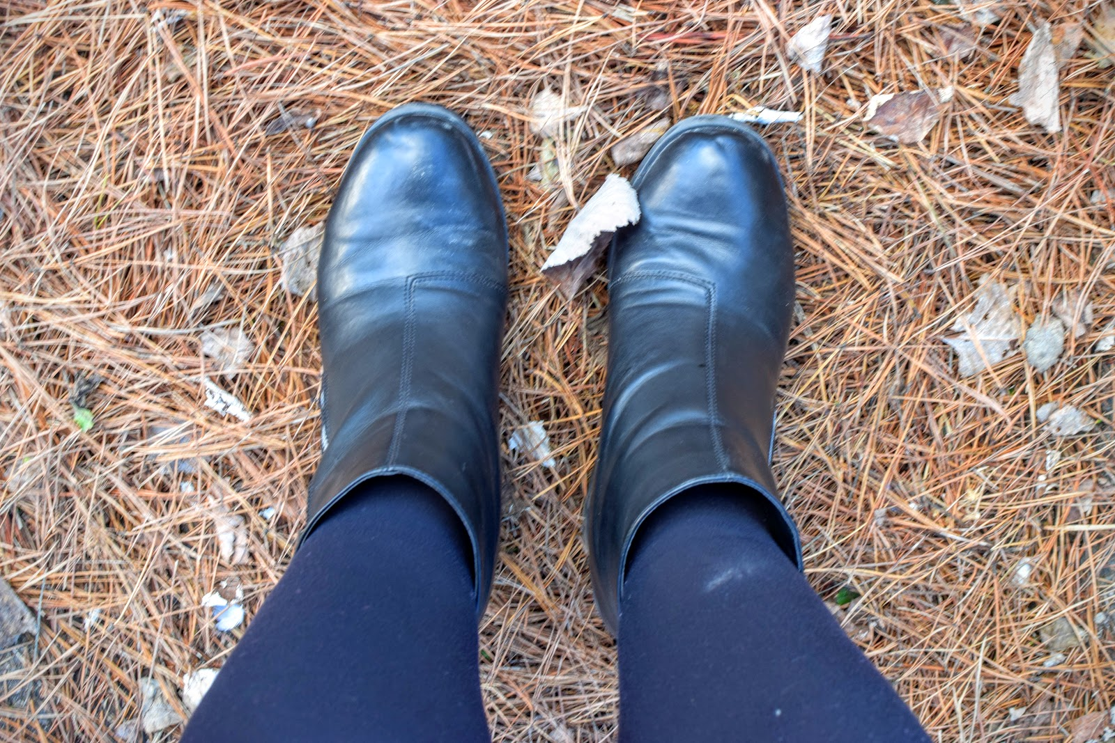 Autumn Fashion, black boots, leaves, autumn leaves, fall fashion, fall, fall leaves,