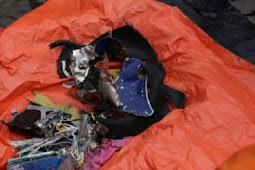 Serpihan Pesawat dan Pakaian Anak Korban Sriwijaya SJ-182 Ditemukan