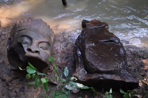 'Tug-of-war' statues found near Bayon Temple