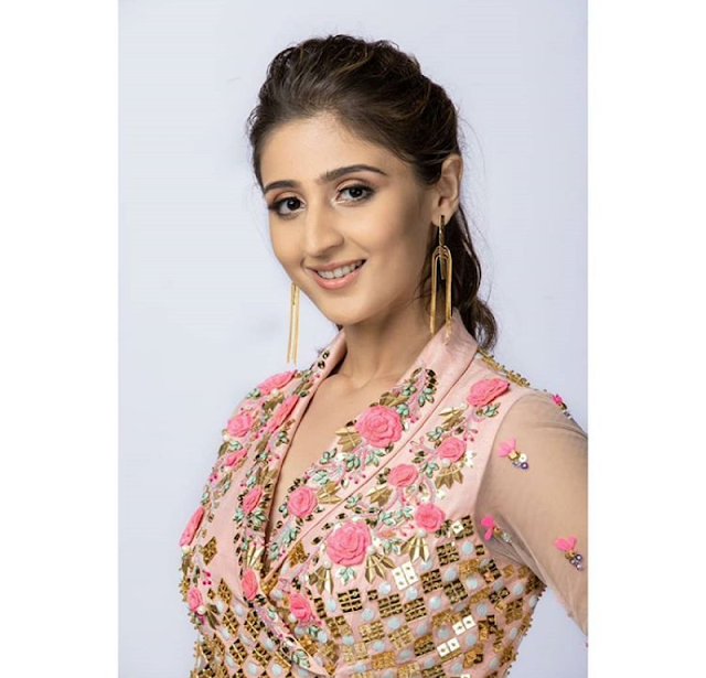 Dhvani Bhanushali - Biography, Wiki, Age, Height, Weight, Family, Education, Boyfriend or Husband, Affairs, Songs, Social Media More