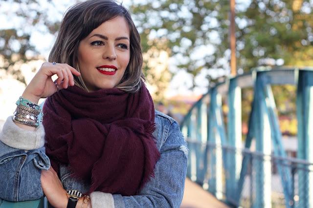 red-lips-echarpe-oversize-pimkie-veste-jean-stradivarius-bijoux-look-mode-fashion-blog