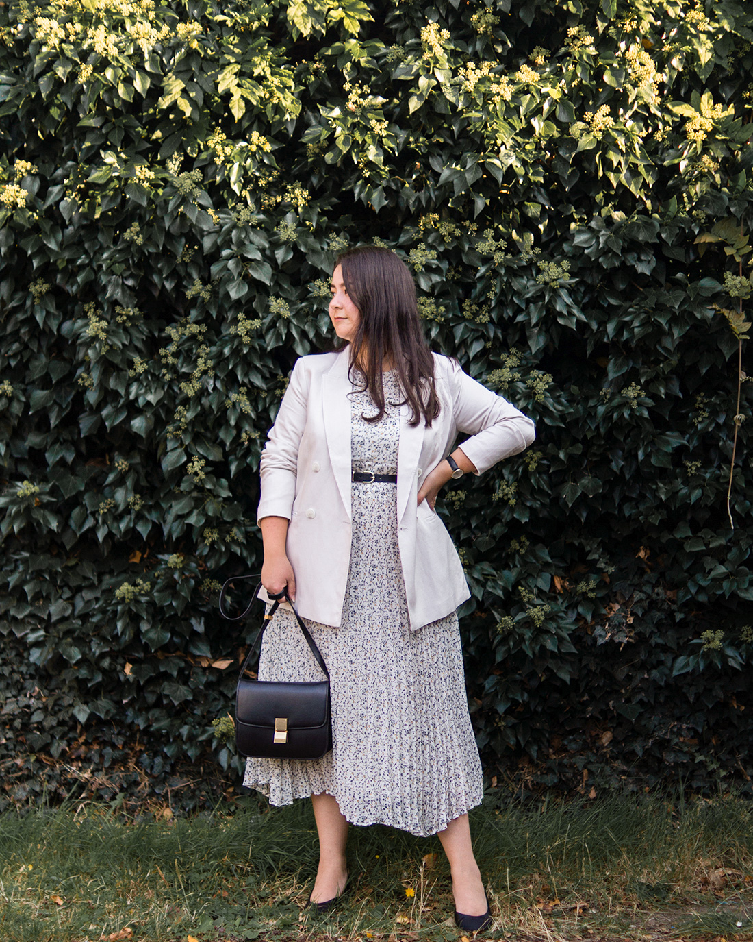 Midsize-classic-style-outfits-printed-dress-blazer