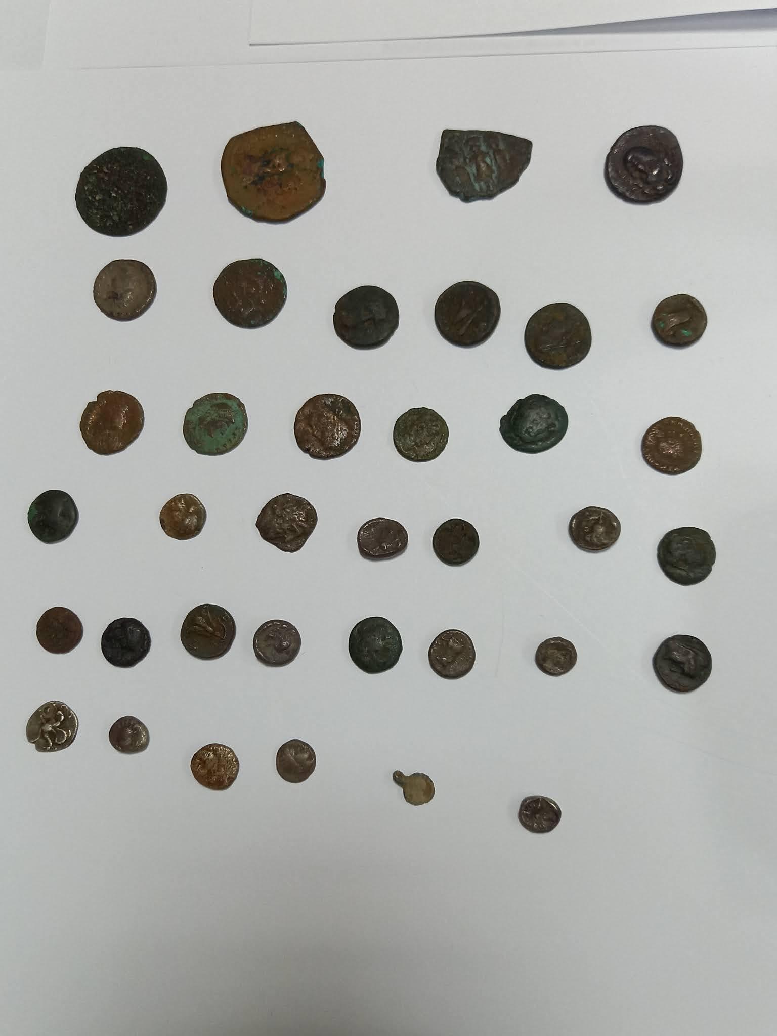 Με ναρκωτικά και αρχαία νομίσματα ….