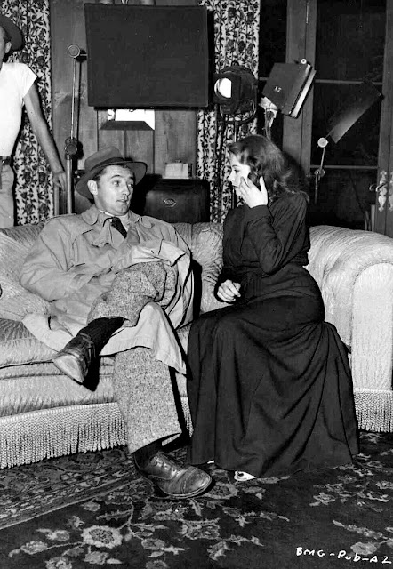 Robert Mitchum and Jane Greer - Out of the Past (1947)
