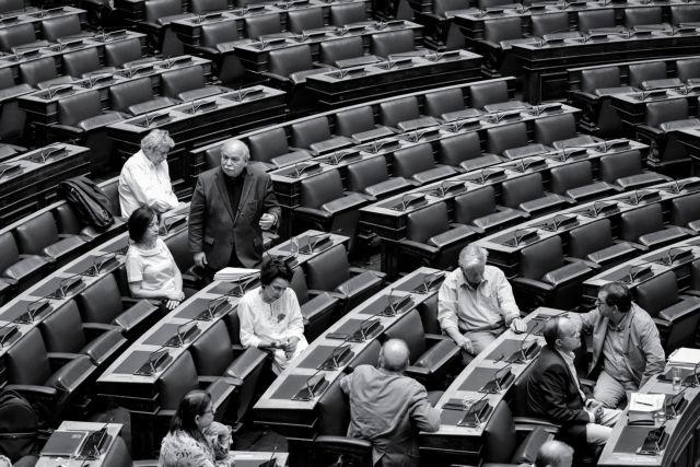 Προς εξακομματική Βουλή με συσχετισμούς 1977