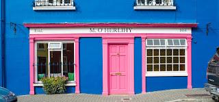 perpaduan warna cat pink dan biru
