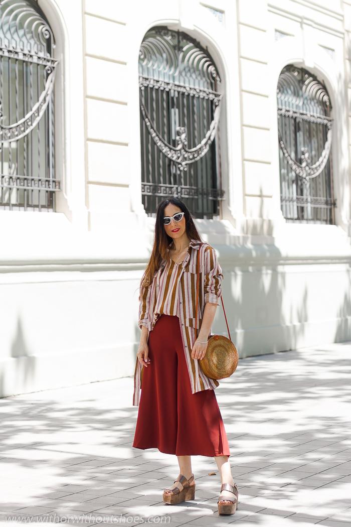 tendencias streetstyle Influencer blogger valencia con look urban chic comodo estiloso primavera chaqueta vestido NÜ Denmark y bolso redondo ratan amerii