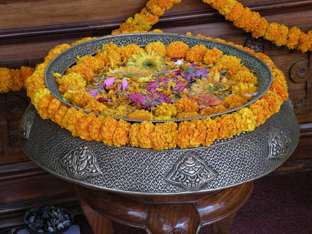 украшенный сосуд непал