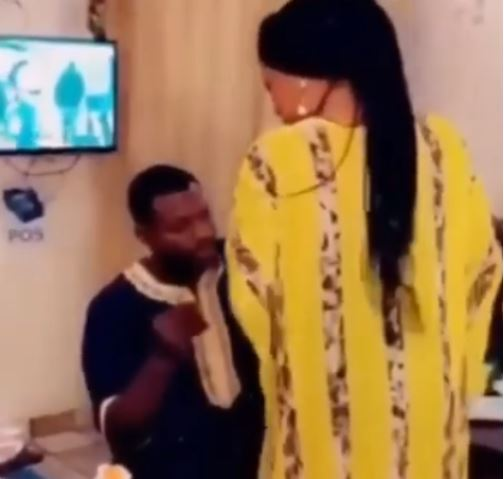 Drama As Nigerian Lady Turns Down Her Boyfriend's Marriage Proposal In Front Of Family And Friends (Video)