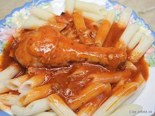 Ostropel de pui cu paste reteta de casa rapida cu carne prajita si sos tomat din bulion faina si usturoi retete mancare tocana tocanita dobrogeana traditionala,