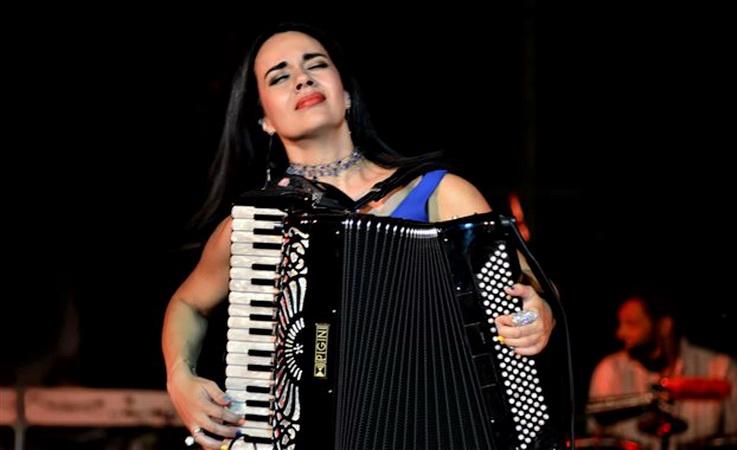Ζωή Τηγανούρια: Η συνθέτρια και σολίστ του ακορντεόν από τη Σαμοθράκη στο Χόλιγουντ