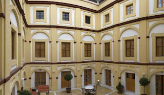 http://www.spanish.hostelworld.com/hosteldetails.php/Albergue-Inturjoven-Cordoba/Cordoba/56114#propname