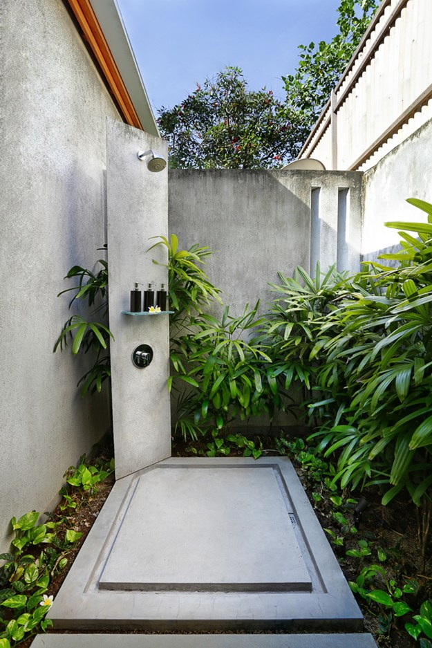 stone-with-ferns-outdoor-shower-drainage
