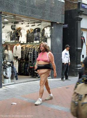 Hässlicher Mann auf Straße witzige Bilder Fussgänger