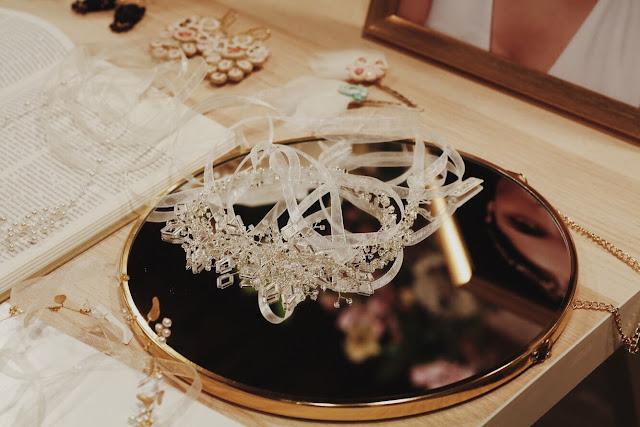 Biżuteria i ozdoby do włosów na ślub od Jeżka Targi Happy Together.