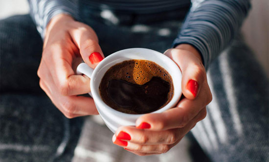 Berapa banyak Kafein Dalam Kopi Bebas Kafein? Foto dari KIKOVIC/SHUTTERSTOCK
