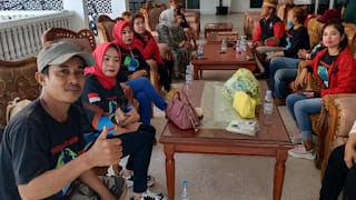 Ketua IPEMI Sidrap Hj.Anita Kamangi Mahmud Melepas Tim PBS Untuk Korban Banjir Masamba