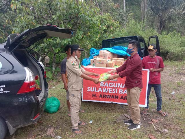 Bantuan Kepala BAGUNA PDI-P Sulbar Jangkau Pengungsi Desa Bambangan Majene