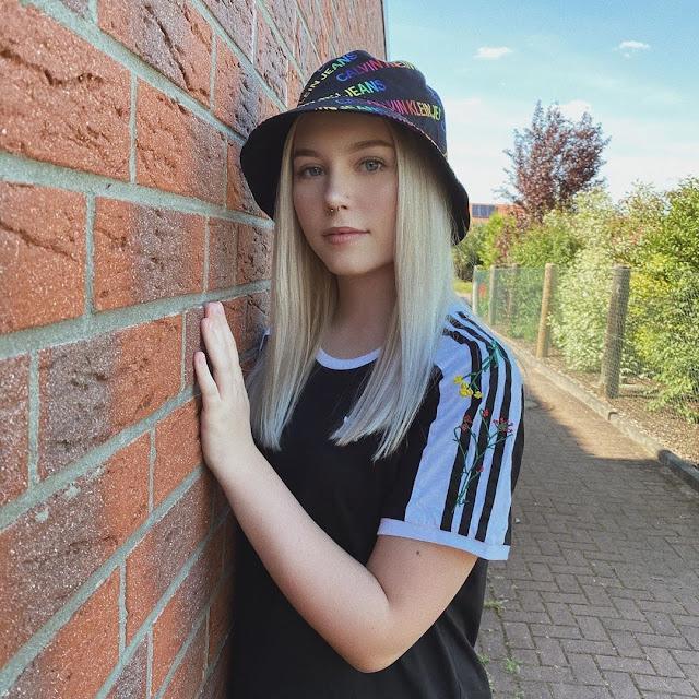 Lara Schildizzl 7