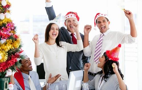 Partono le assunzioni per il prossimo Natale 2013! Una valanga di posti di  lavoro presso negozi di abbigliamento - moda - lusso ec6458fcb07