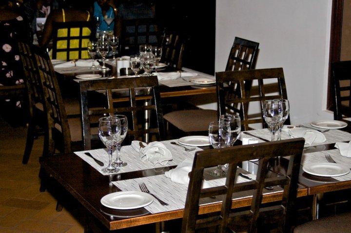IL Cavaliere Pazzo Restaurant, best restaurant in Accra, Accra polo club restaurant