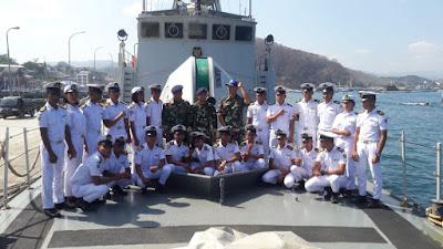 Kapal Perang KRI Hiu 634 Yang Singgah Di Labuhan Bajo, Dikunjungi Para Siswa