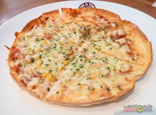 Tom N Toms Coffee Manila, tortilla pizza