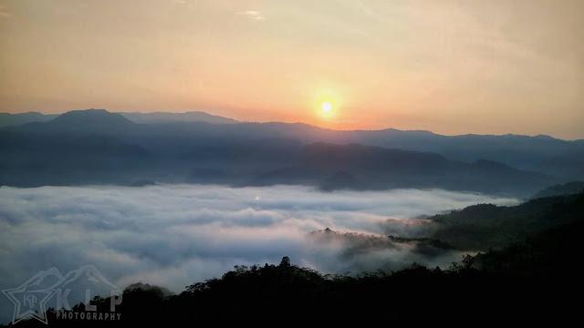 negeri atas awan gunung luhur