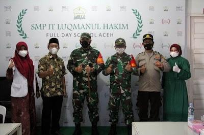 Tinjau Vaksinasi di SMP IT Luqmanul Hakim, Ini Harapan Dandim 0101/Aceh Besar