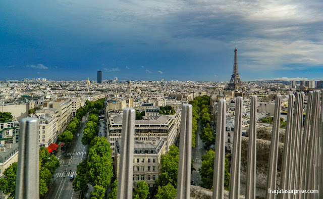 Torre Eiffel vista do terraço do Arco do Triunfo, Paris