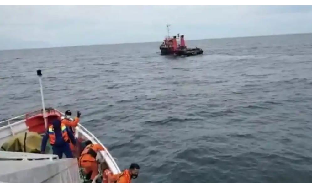 Kapal TB Syarasd Satu Mengalami Mati Mesin dan Tenggelam di Perairan Muara Pegah