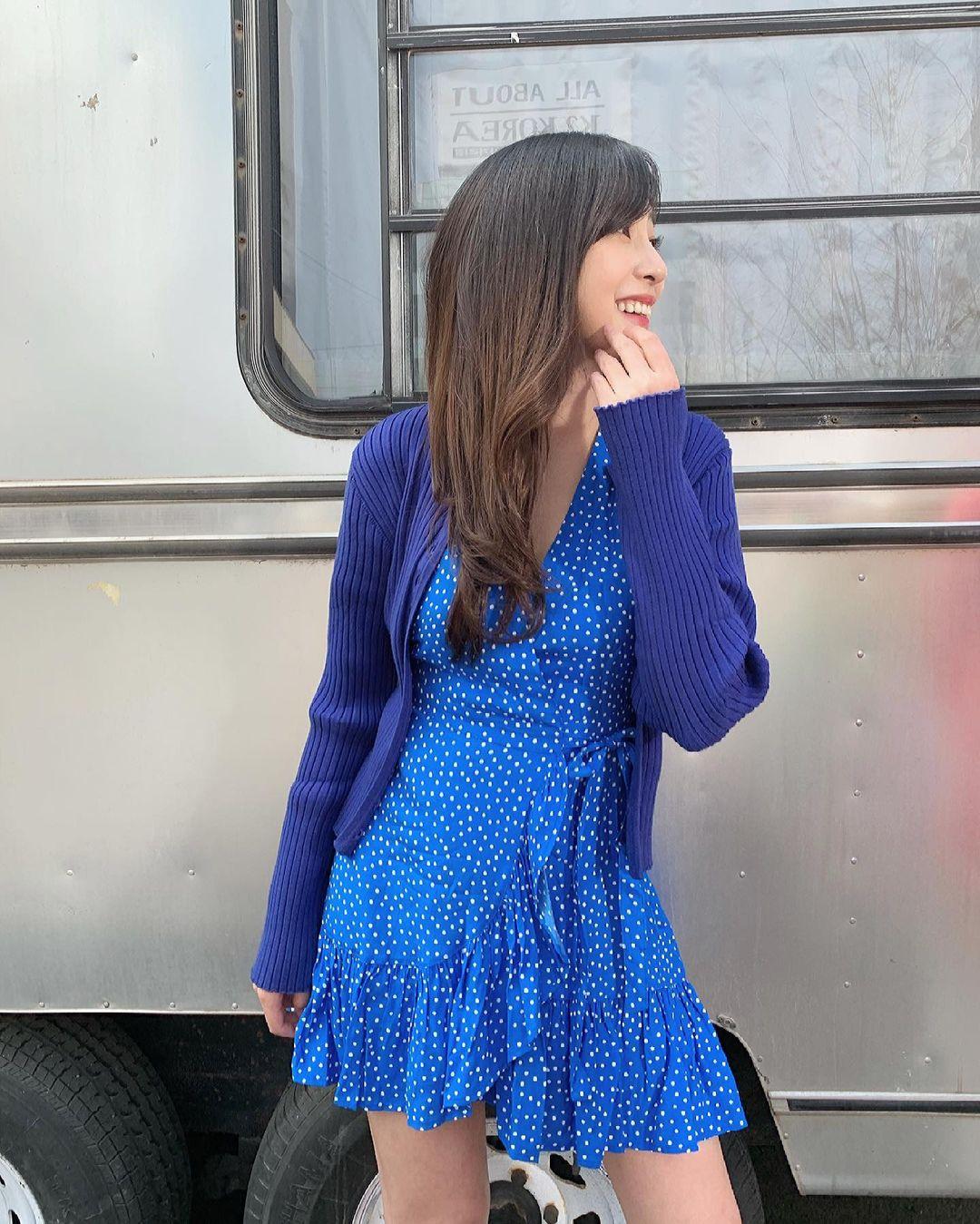 오하영 파란 물방울무늬 원피스 - 꾸르