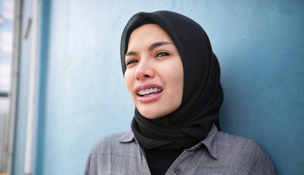Nikita Mirzani artis pakai Hijab dan JIlbab